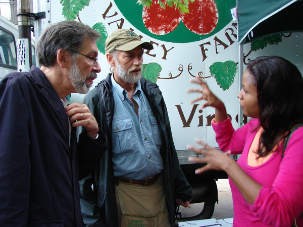 EMBD Director Karen Bridgewater chats with Professor Harvey Jacob of the Land Tenure Center, Wisconsin and a farmer.